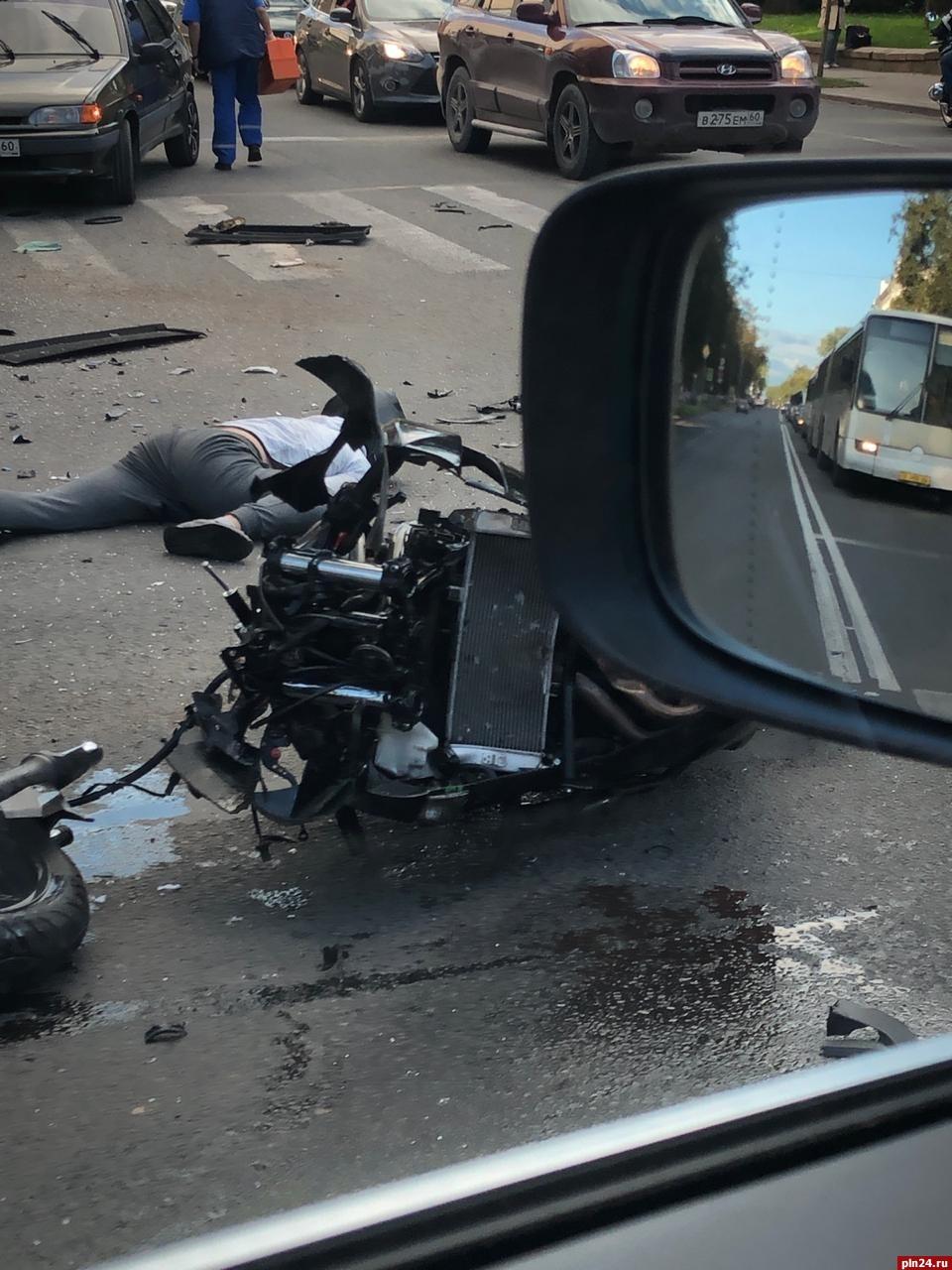 Аварии мотоциклов на видео регистратор рено дастер зеркало заднего вида с камерой и регистратором