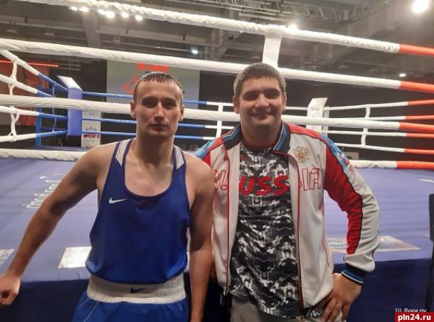 визитке изображены российскую боксершу увезли с ринга фото можете